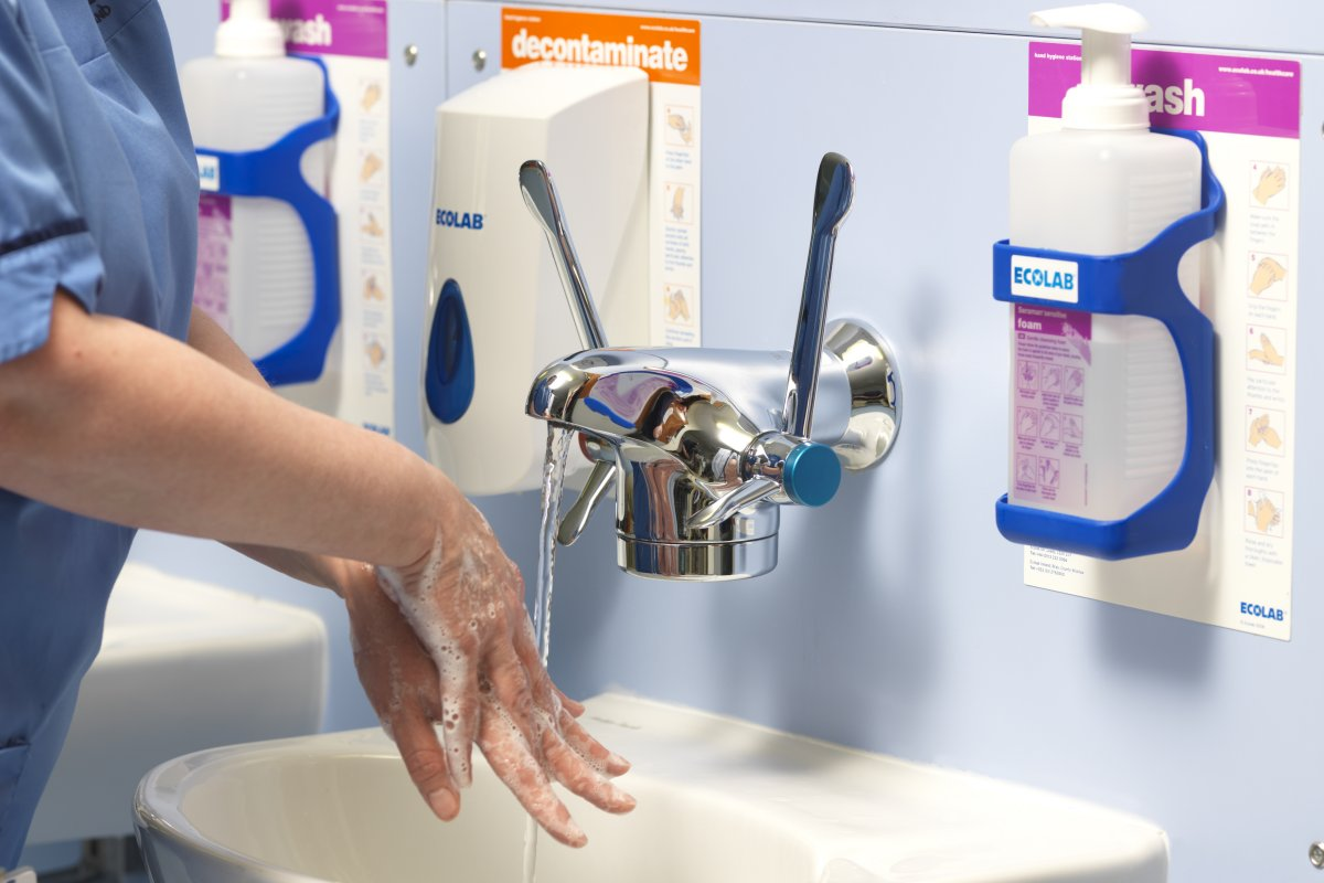 Clinical handwash using the Horne Optitherm thermostatic tap